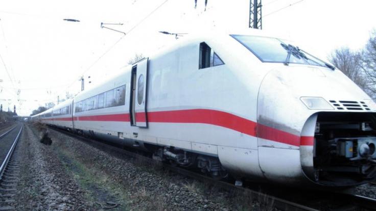 Auf der Bahnstrecke zwischen Hamburg und Berlin hat sich ein Unfall ereignet. (Symbolbild) (Foto)