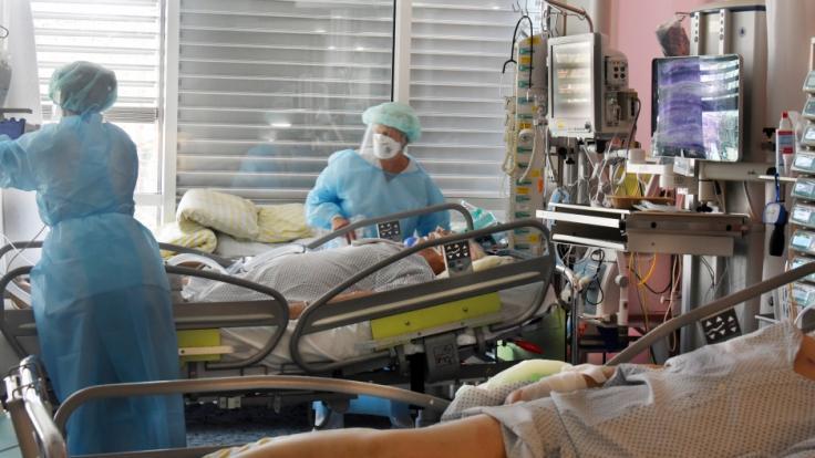Auf der Intensivstation vom Universitätskinikum Leipzig wächst die Zahl der Corona-Erkrankten mit schweren Verläufen.