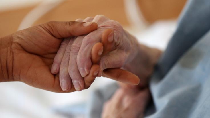 Die Kosten für die Pflege werden deutlich steigen.