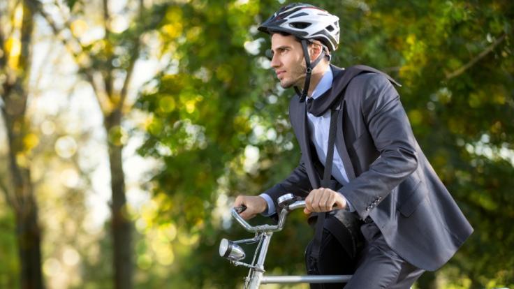 Arbeitnehmer die mit dem Rad zur Arbeit fahren sollen belohnt werden. (Foto)