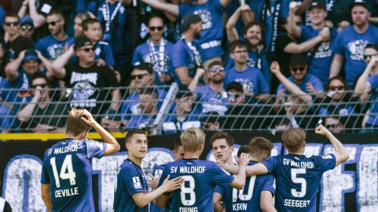 Hoffenheim verpflichtet dänischen Topstürmer Robert Skov.