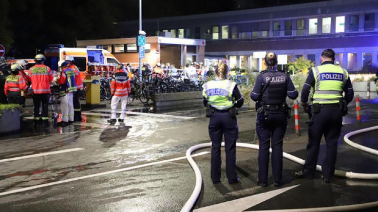 Bei einem Brand in einem Düsseldorfer Krankenhaus ist ein 77-jähriger Patient ums Leben gekommen.