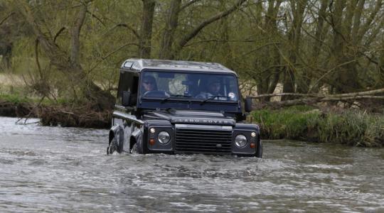 Die besten Bilder zu Land Rover Defender Sonder-Edition LXV: Rollender Anachronismus (Foto)