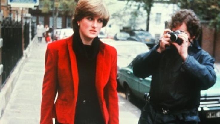 Lady Diana wurde von den Paparazzi nahezu gehetzt. Ihre Söhne verurteilten jüngst das Verhalten der Fotografen gegenüber ihrer toten Mutter. (Foto)