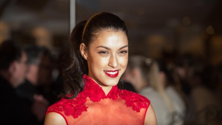 Moderatorin und Model Rebecca Mir hat den Schwangerschafts-Glow. (Foto)