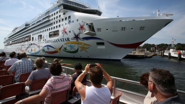 """Nachdem eine Frau von Bord der """"Norwegian Star"""" stürzte, soll sie zehn Stunden im Wasser überlebt haben. (Foto)"""