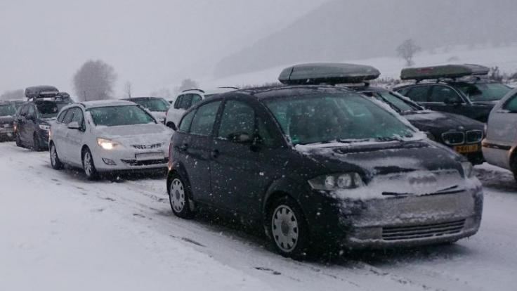 Winterwetter und der Ansturm auf die Skigebiete dürften in einigen Landesteilen für volle Autobahnen sorgen. (Foto)