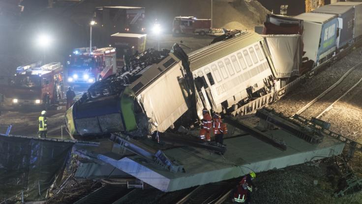 Auf der Rheintalstrecke ereignete sich am Donenrstagabend ein schweres Zugunglück. (Foto)