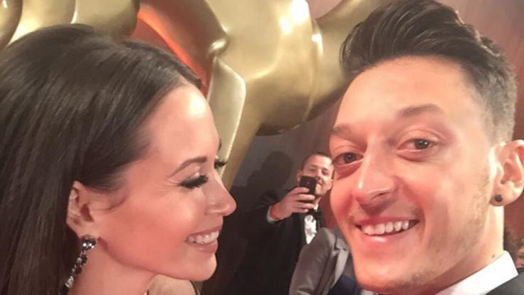 Ihr erster gemeinsamer Auftritt als Liebespaar 2015: Mandy Capristo und Mesut Özil. (Foto)