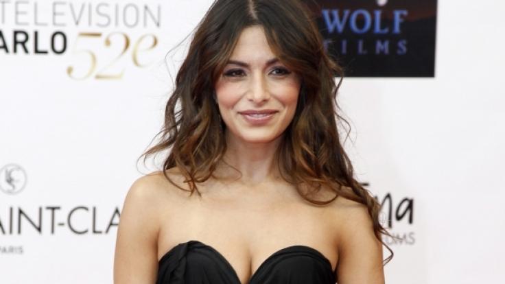 """Sarah Shahi ist aktuell in der Netflix-Serie """"Sex/Life"""" zu sehen. (Foto)"""