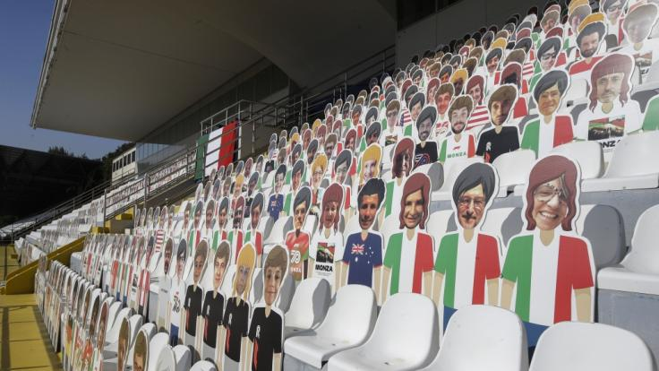 Fotos von Formel-1-Zuschauern sind auf Figuren auf den Sitzplätzen der Tribüne geklebt, die aufgrund der Corona-Beschränkungen nicht besucht werden darf. (Foto)