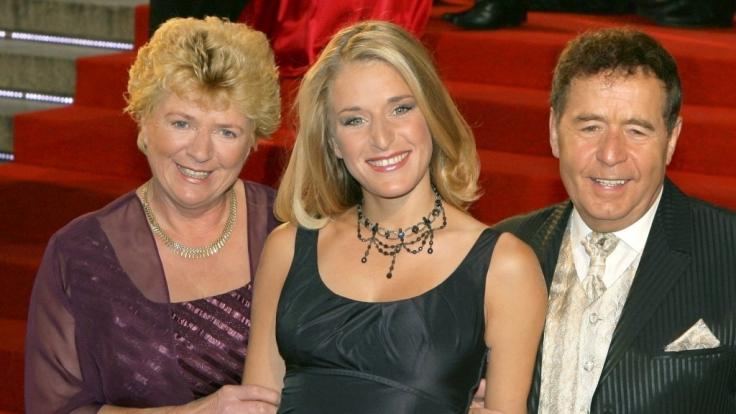Stefanie Hertel gemeinsam mit ihren Eltern Elisabeth (links) und Eberhard Hertel (rechts).