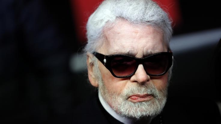 Modeschöpfer Karl Lagerfeld ist im Alter von 85 Jahren gestorben.