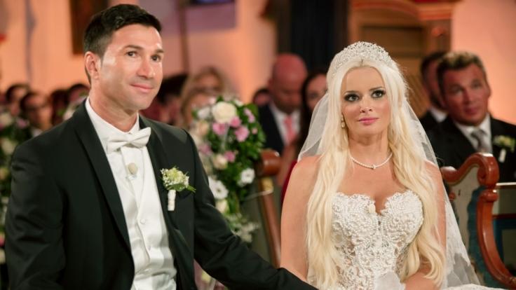 Es war die Traumhochzeit des Jahres: Millionen Fans verfolgten am 4. Juni 2016 die romantische Zeremonie zur Hochzeit von Daniela Katzenberger und Lucas Cordalis.