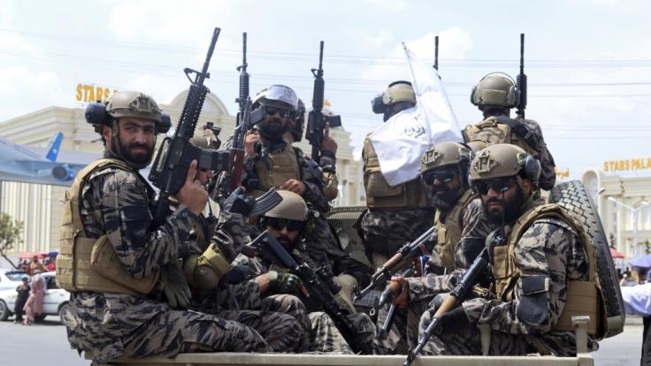 Die Taliban sollen eine junge Mutter mit Kind im Arm getötet haben. (Foto)