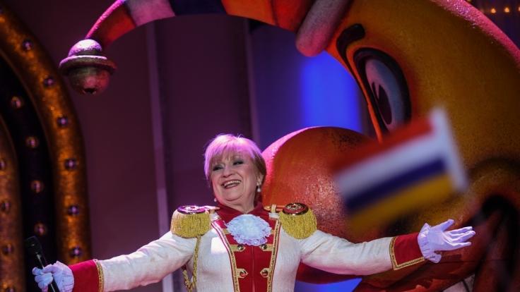 Margit Sponheimer (75) auf der Bühne bei
