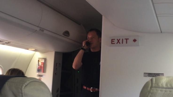Die Gäste fanden Bernd Löwisch lustig, Brötchengeber Air Berlin nicht.