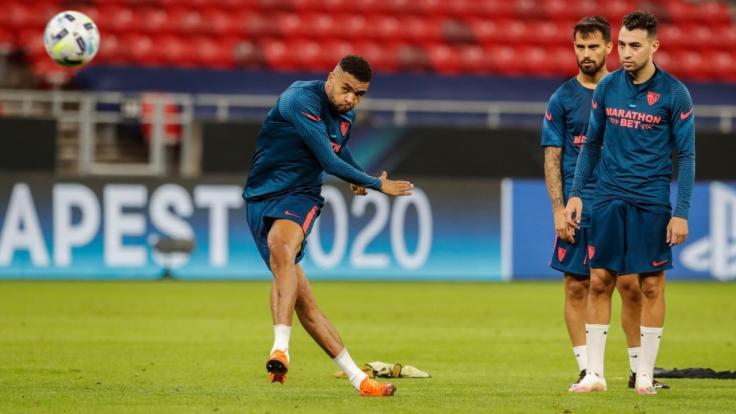 Youssef En-Nesyri (l) vom FC Sevilla absolviert das Abschlusstraining vor der UEFA-Supercup-Partie gegen den FC Bayern München.