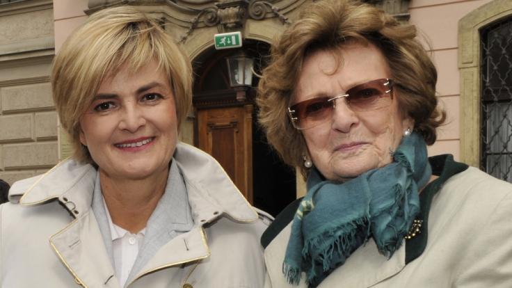 Gloria Fürstin von Thurn und Taxis (li.) trauert um ihre Mutter Beatrix Gräfin von Schönburg-Glauchau, die im Alter von 91 Jahren gestorben ist. (Foto)