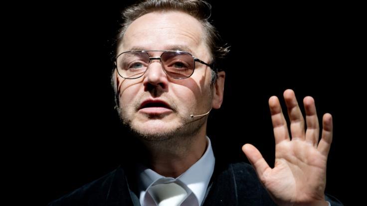 Schauspieler Thomas Schmauser fühlt sich sowohl auf der Theaterbühne als auch vor der Filmkamera zuhause. (Foto)