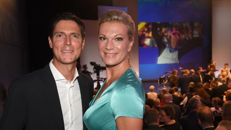 Ex-Skirennfahrerin Maria Höfl-Riesch gemeinsam mit ihrem Mann Marcus Höfl bei der Verleihung des Bayerischen Sportpreises 2018. (Foto)
