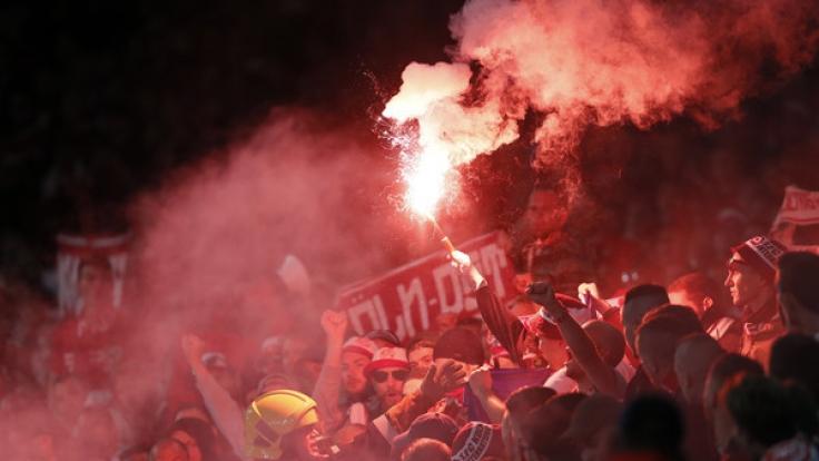 Fan-Idioten ließen das Köln-Spiel ließen das EL-Spiel in der Hintergrund treten.