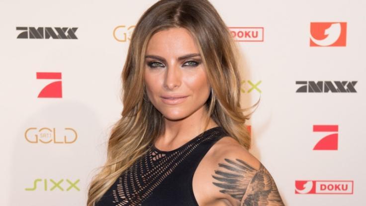 Sophia Thomalla ist sauer auf Jens Spahn, weil Tattoo-Studios noch nicht öffnen. (Foto)