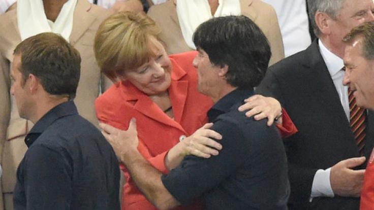 Angela Merkel und Joachim Löw sollen laut