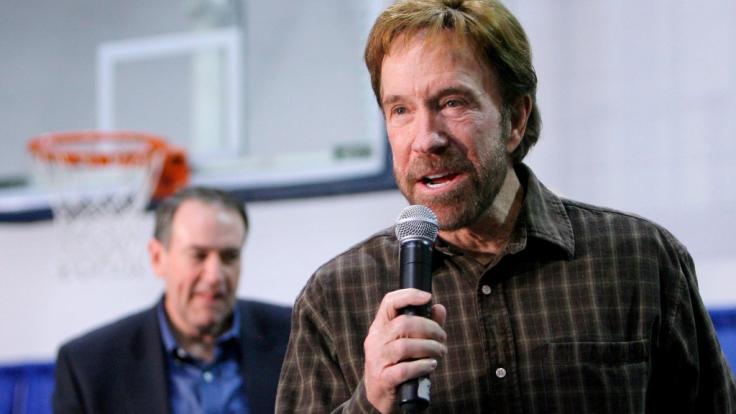 Schaffte es vom belächelten Action-Held der 80er Jahre zum Internet-Kult der Neuzeit: Chuck Norris feiert seinen 80. Geburtstag. (Foto)