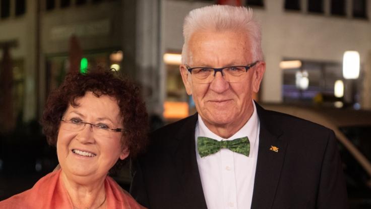 Winfried Kretschmann (Bündnis 90/Die Grünen, r), Ministerpräsident von Baden-Württemberg, und seine Frau Gerlinde kommen zum Landespresseball Baden-Württemberg 2019. (Foto)
