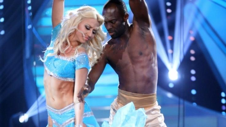 """Hans Sarpei und Tanzprofi Kathrin Menzinger sind bei """"Let's Dance"""" ein tolles Team. (Foto)"""