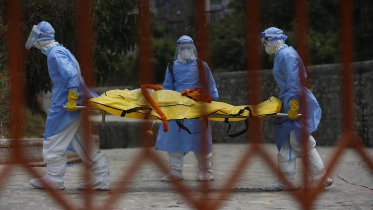 Die Zahl der weltweit an einer Coronavirus-Infektion gestorbenen Menschen liegt Berechnungen von US-Wissenschaftlern viel höher als offizielle Zahlen vermuten lassen. (Foto)