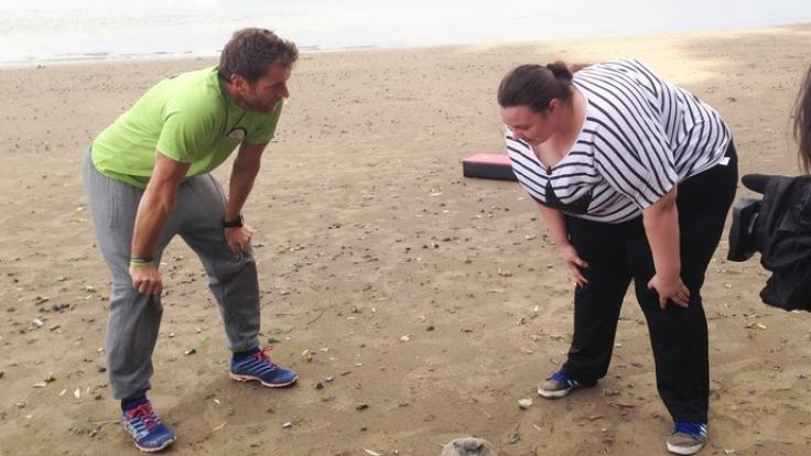 Schwitzen gegen die Pfunde: Felix Klemme versucht, Melissa auf dem Weg in ein neues Leben zu helfen.