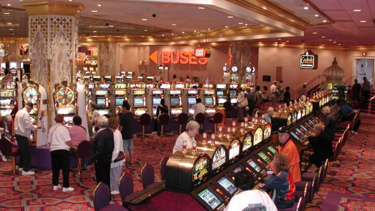 Kinder dürfen Casinos in den USA in Begleitung von Erwachsenen zwar betreten, aber nicht spielen. (Foto)