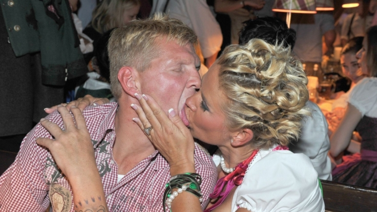 Darf es auch etwas mehr Zunge sein? Claudia und Stefan Effenberg.