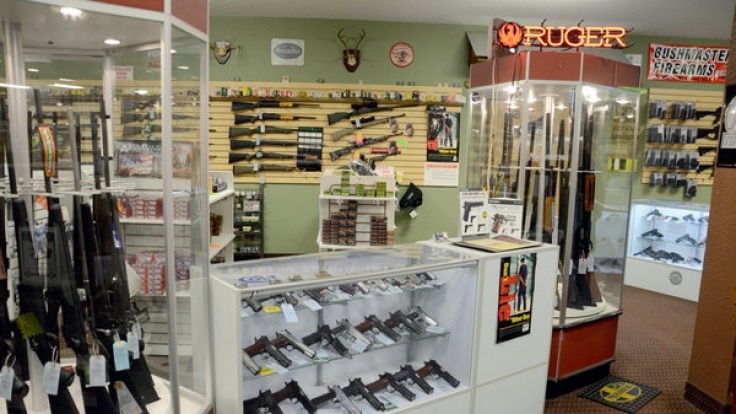Ein Waffengeschäft im Ferguson im US-Bundesstaat Missouri: Unglaublich wie leicht Amerikaner an Waffen kommen können, und zwar nicht nur Handfeuerwaffen.