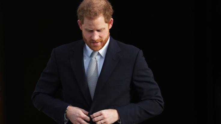 Prinz Harry läuft die Zeit davon: Schafft es der Royal rechtzeitig, in seiner Heimat Großbritannien zu landen? (Foto)