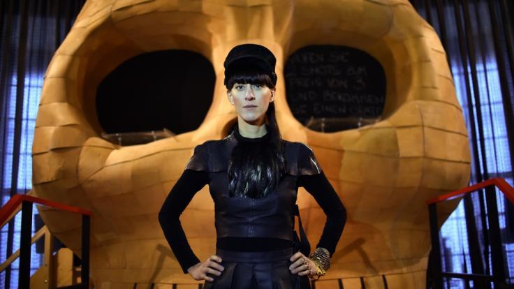 Die Berliner Designerin Esther Perbandt präsentiert ihre Kollektionen als aufwendige Inszenierungen und hat damit weltweit Erfolg. (Foto)