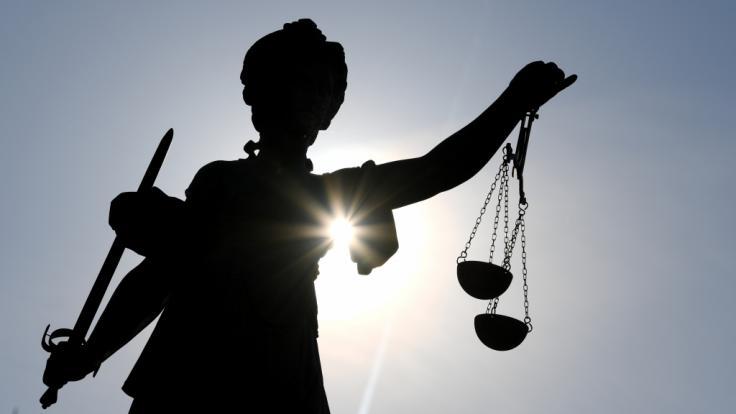 Am Landgericht Saarbrücken ist ein 71-Jähriger des sexuellen Missbrauchs behinderter Kinder schuldig gesprochen und zu einer Haftstrafe verurteilt worden (Symbolfoto).