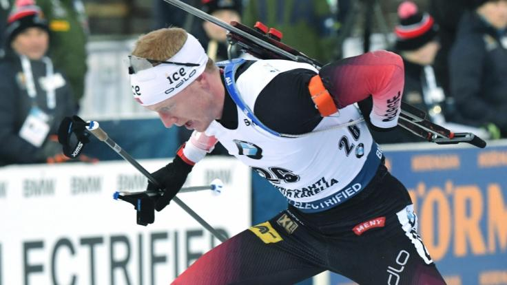 Biathlet Johannes Thingnes Bö aus Norwegen beim Biathlon-Weltcup 2019 in Kontiolahti (Finnland) in Aktion.