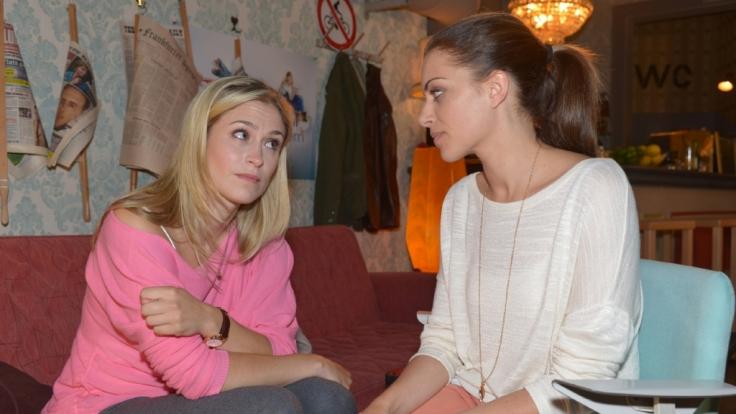 GZSZ-Vorschau: Sophie ist in Leon verliebt. Doch damit setzt sie ihre Beziehung zu Gerner aufs Spiel. Kann Emily ihr mit Rat zur Seite stehen? (Foto)