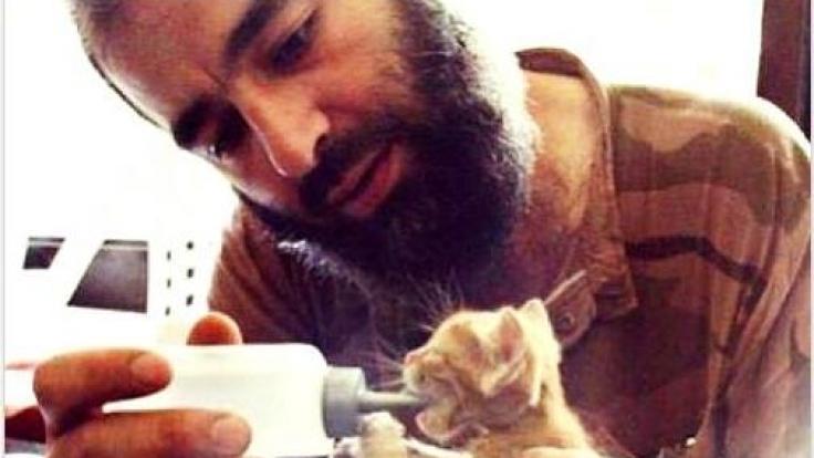 Die IS-Terroristen werben auf Facebook, Twitter und Facebook nicht nur mit süßen Katzenbildern für ihre Zwecke, sondern auch Hinrichtungen sind an der Tagesordnung.