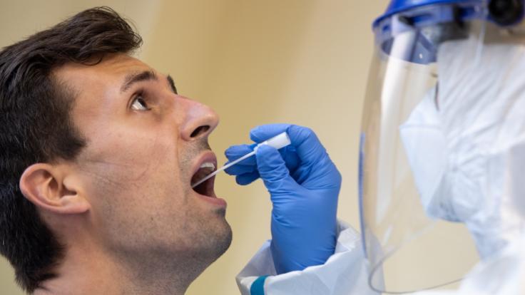 Ob Coronavirus-Patienten nach einer auskurierten Infektion immun gegen Sars-CoV-2 sind, ist für die Wissenschaft zum Streitthema geworden. (Foto)