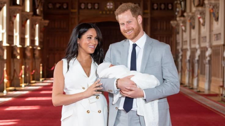 Meghan Markle und Prinz Harry genießen mit Baby-Sohn Archie Harrison Mountbatten-Windsor ihr junges Familienglück.
