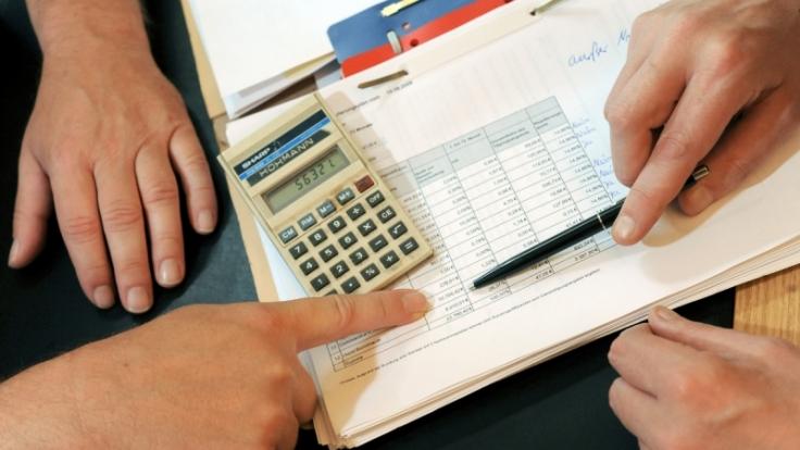 Wer einen Kredit braucht, muss tiefe Einblicke in seine Finanzen gewähren. (Foto)