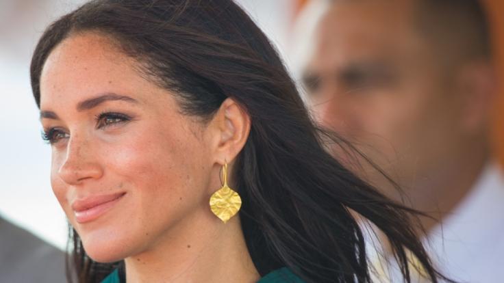 Meghan Markle trägt offiziell den Titel einer Herzogin - doch jetzt wurde die Ehefrau von Prinz Harry zur Königin gekrönt. (Foto)