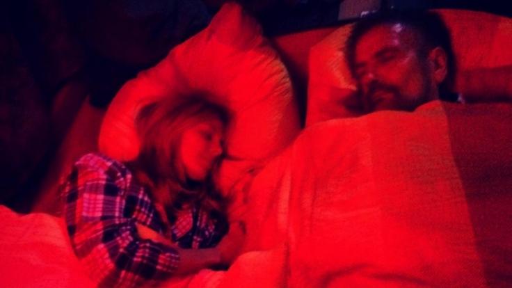 «Erste Nacht im Bus. 8 Stunden Fahrt . Mein Papa ist mit dabei. Bis Morgen», schreibt Heidi Klum zu diesem Bild.