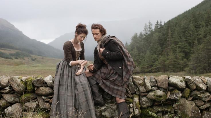Claire reist durch die Zeit und gelangt ins 18. Jahrhundert. (Foto)