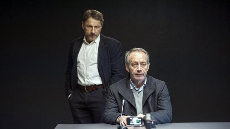Im Verhör durch Thorsten Lannert (Richy Müller) streitet Frank Mendt (Robert Hunger-Bühler) ab, etwas mit dem Mord zu tun zu haben. (Foto)