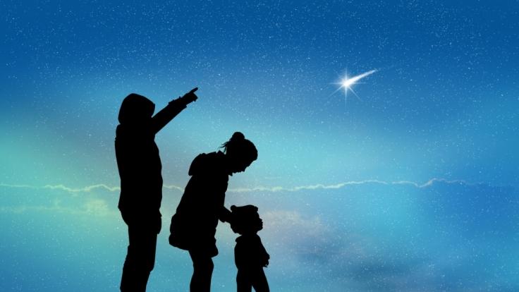 Die Sternschnuppen der Orioniden flitzen im Oktober über den Himmel.